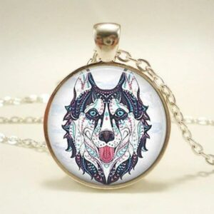 colorful wolf necklace made of a cabochon and a metal structure