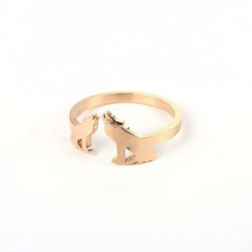wolf ring wedding 18k rose gold showing a couple howling at the moon